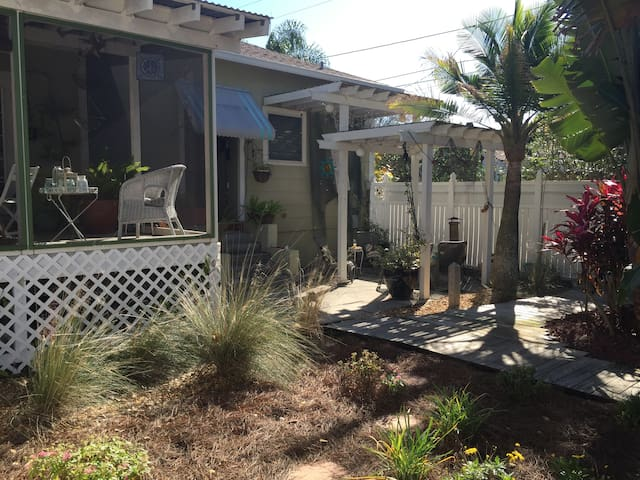 Charming Studio Close to Downtown - Tarpon Springs - Byt