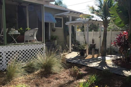 Charming Studio Close to Downtown - Tarpon Springs - Lägenhet