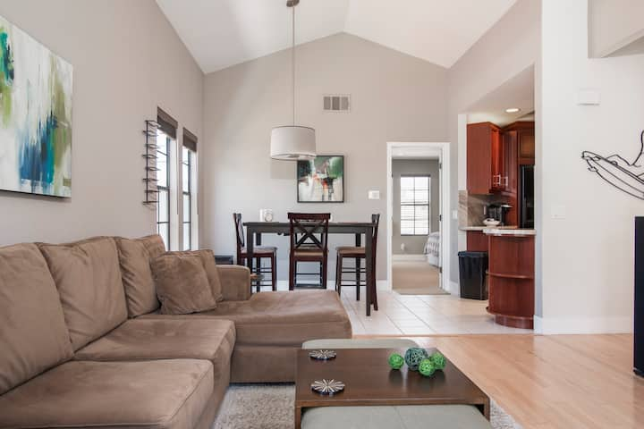Dual Master, Private Townhouse - 3 Blocks to Beach