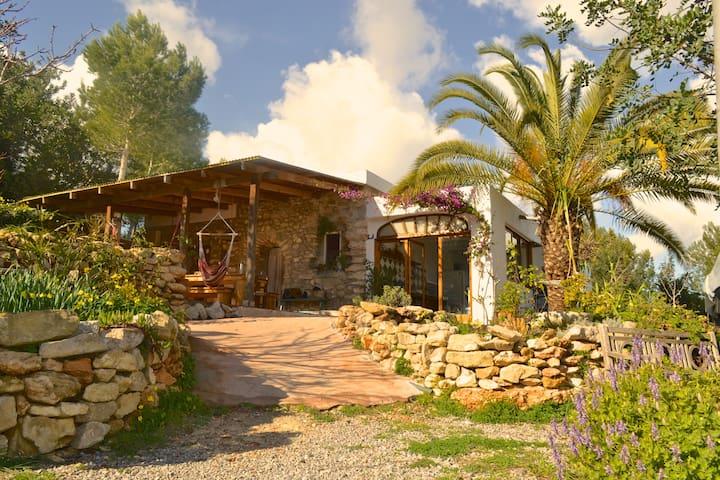 Retreats & Workshops in bohemian Ethno Villa