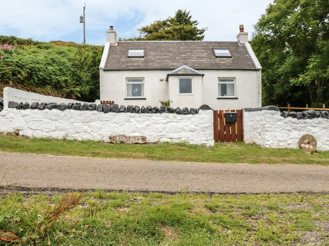 BURNBANK, family friendly, with open fire in Kilchoan, Ref 985358