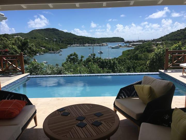 Luxury villa, stunning views, fantastic location