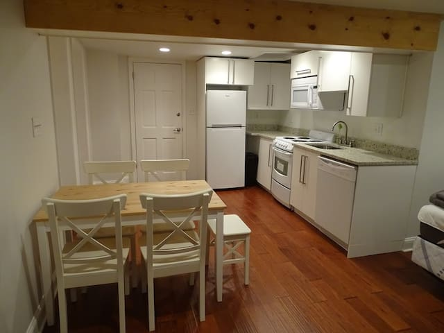 Studio in the Heart of Adams Morgan (Apt. 4A)