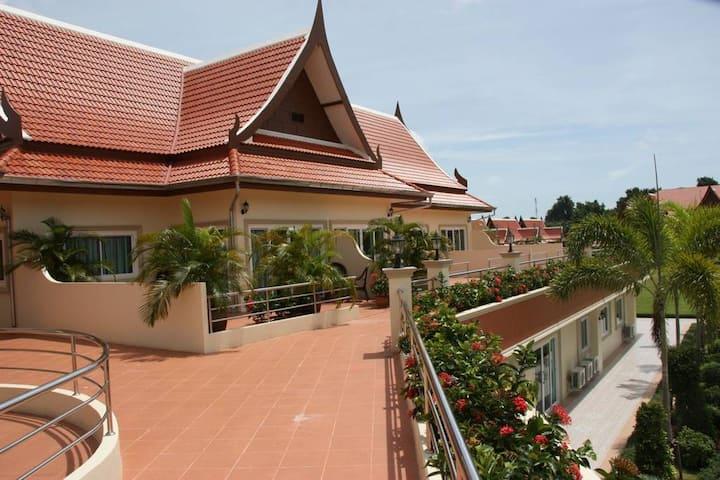 Cozy Spacious Apartment in Bang Sarey