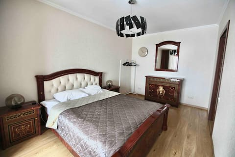 Two bed apartment. 15 min to Kremlin