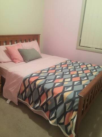 Luxury /Budget/Females only - Merrylands - Huis