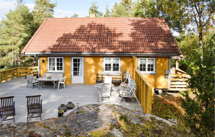 Holiday cottage with 4 bedrooms on 120m² in Sponvika