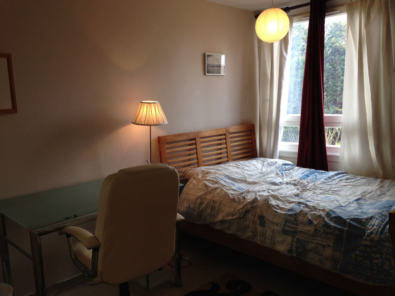 Specious bedroom with double bed