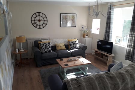 Terraced Cottage in Llantrisant; Near Cardiff