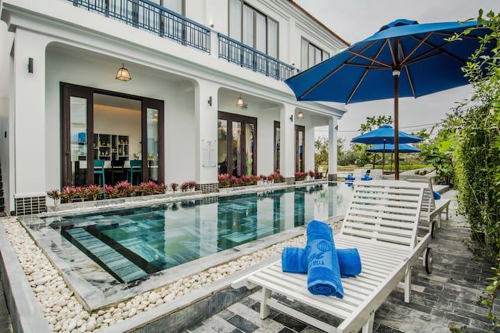 Queen bed, Pool view, Lavini Boutique Villa