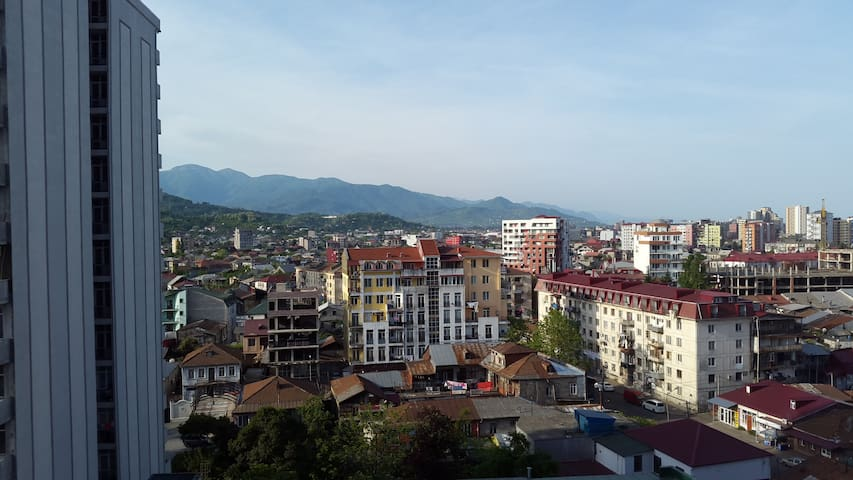 вид на горы cо второго балкона