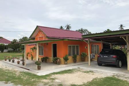 Jamnah's Perfect Homestay Kg Delek Kanan, Klang