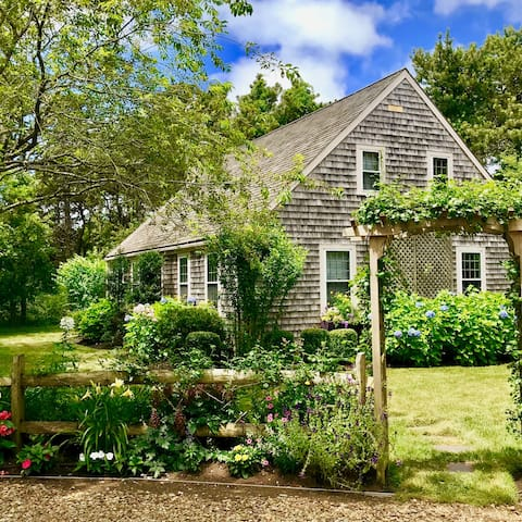 Charming Katama Home Minutes from Town and Beach