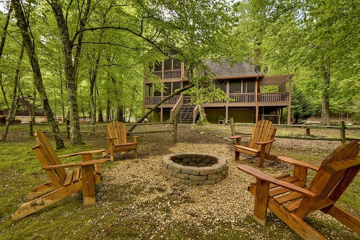 Wonderful family cabin right on the river with hot tub, fire-pit