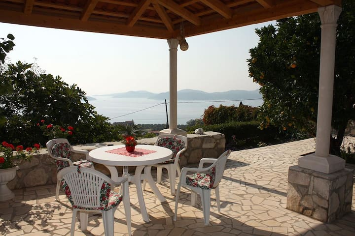 Two bedroom house with terrace and sea view Brsečine, Dubrovnik (K-4718)