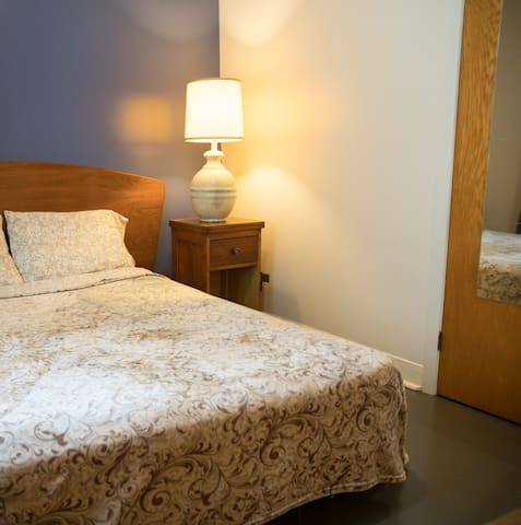 basic double Room in Downtown