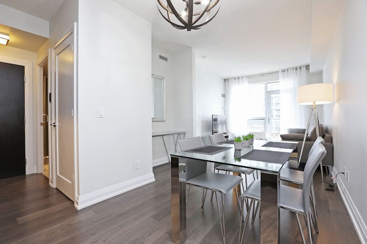 Luxury 1BR In Prestigious Location/Subway/Parking