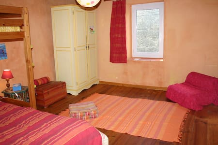 chambre spacieuse et calme chez l'habitant - Sommières - Bed & Breakfast - 1