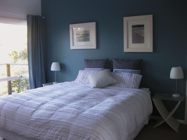 Main Bedroom King Bed or 2 singles