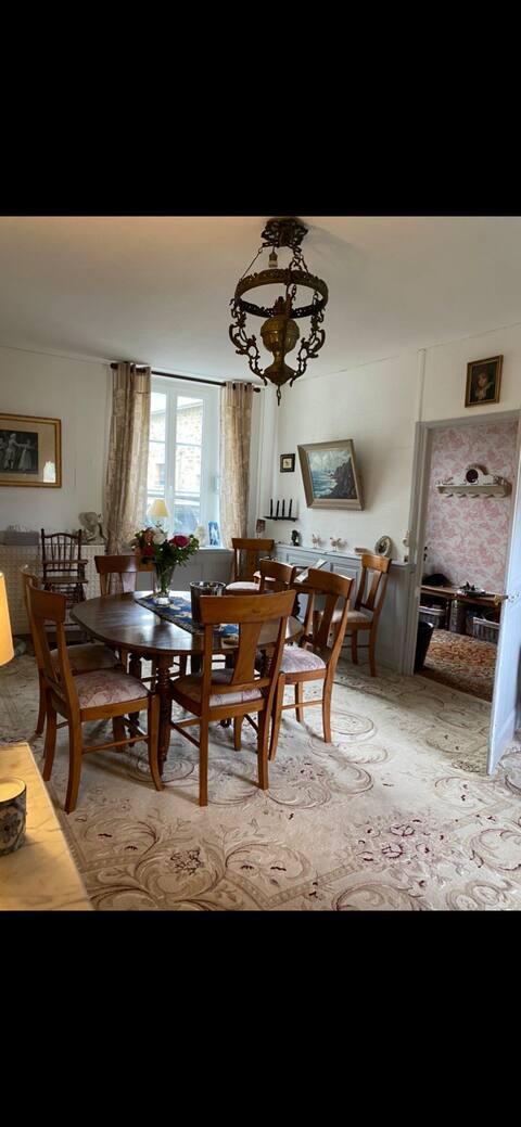 Chambre chaleureuse dans demeure de charme