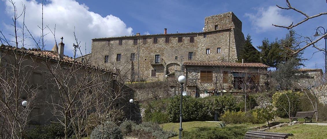 Castello del 1100 in Maremma - Tatti - Linna
