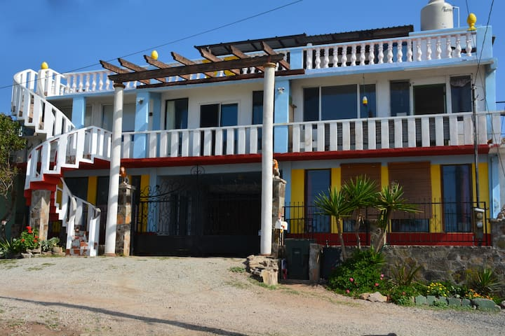Shabby Chic steps from the Beach! - Ensenada - Apartemen