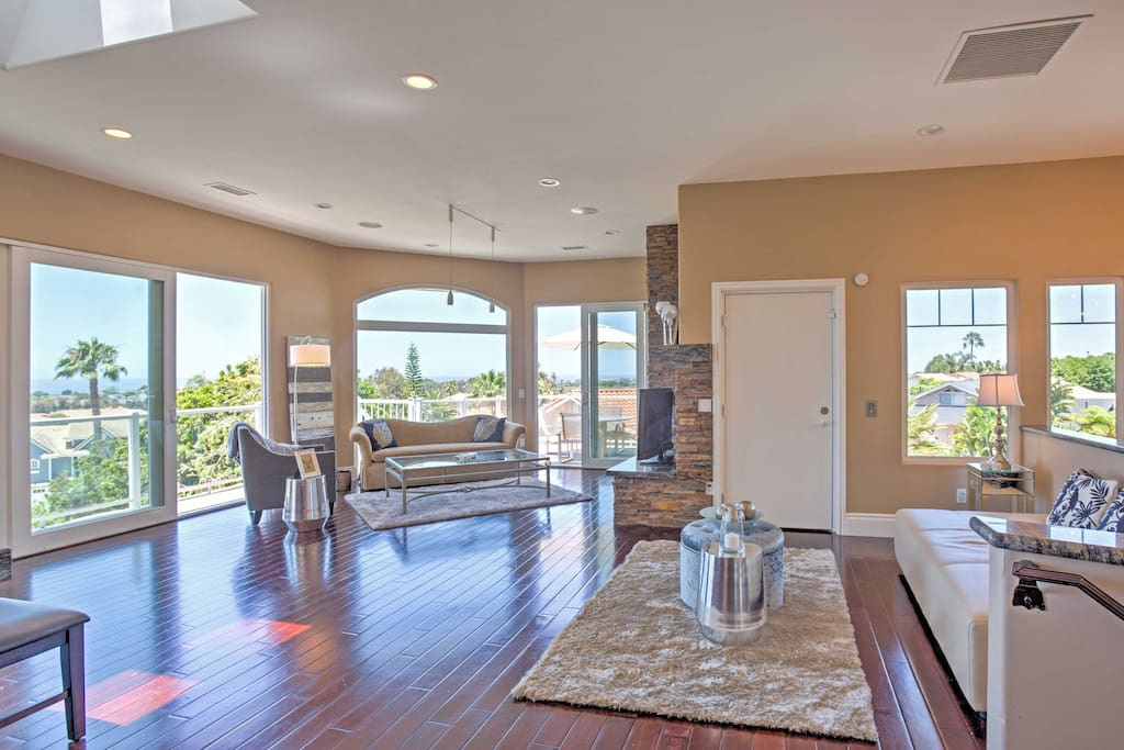 This stunning 5-bedroom, 5-bathroom vacation rental home offers space for 10.
