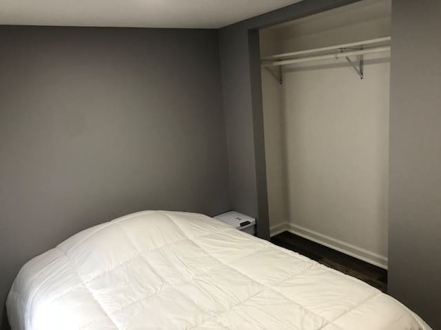 KU Med / Plaza /Westport - Full Bed