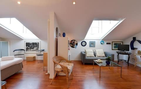 Bright&elegant attic in the heart of Bologna! 1471