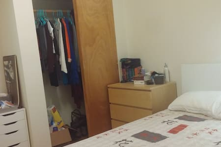 Cozy room in El barrio friendly area - Apartmen