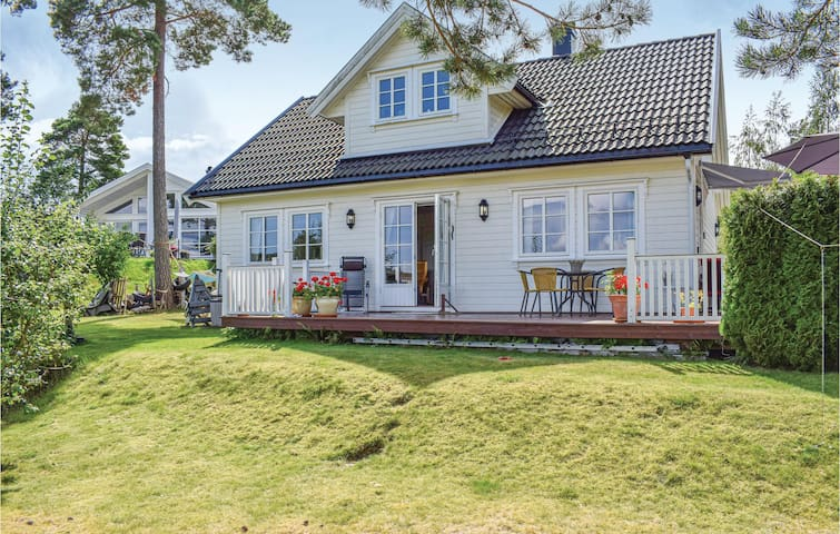 Holiday cottage with 3 bedrooms on 104m² in Tvedestrand