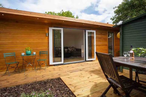 Windsor Cabin With Private Garden Space