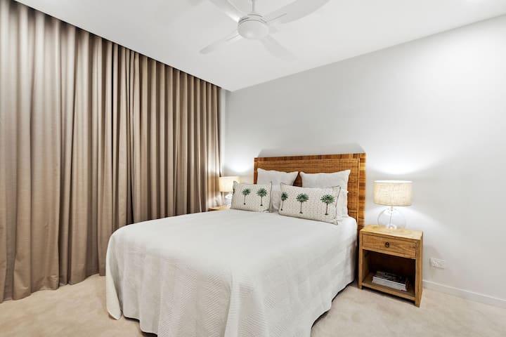 Resort style rattan bedhead