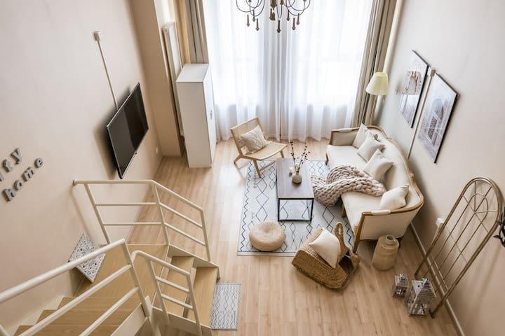 新房首秀【出埃及记】超大一居loft唯美落地窗可住4人|红桥区星公馆高端公寓