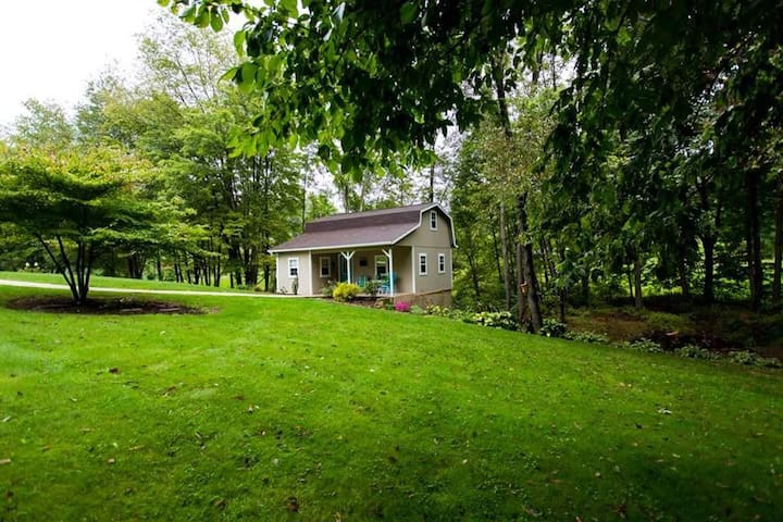 Romantic Cottage in Amish Country - Dundee