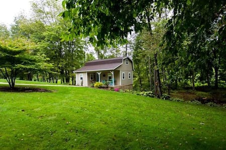 Romantic Cottage in Amish Country - Dundee - Hytte
