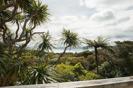Double Bedroom w/ Harbour View - Wellington
