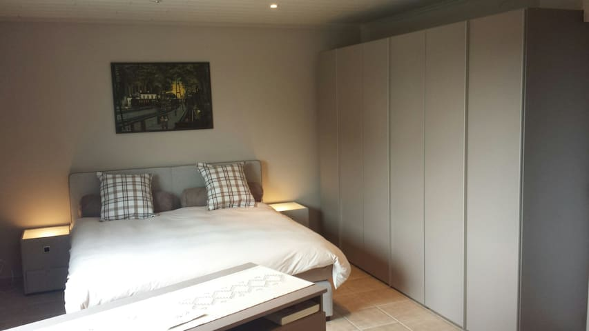 kamer 3, dubbelbed 180 x 200 of 2 enkel bedden...