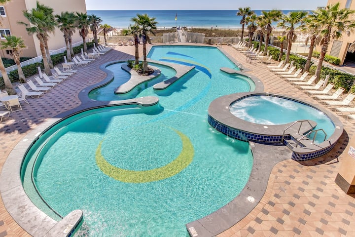 Upscale condo w/ Gulf and lagoon views, multiple pools, hot tub & lazy river!