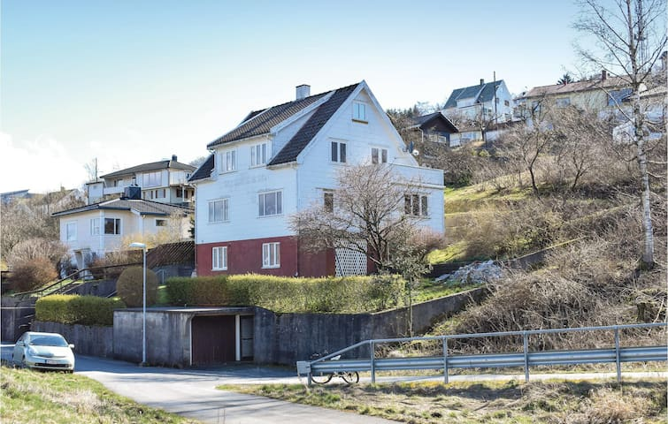 Holiday apartment with 2 bedrooms on 70m² in Farsund
