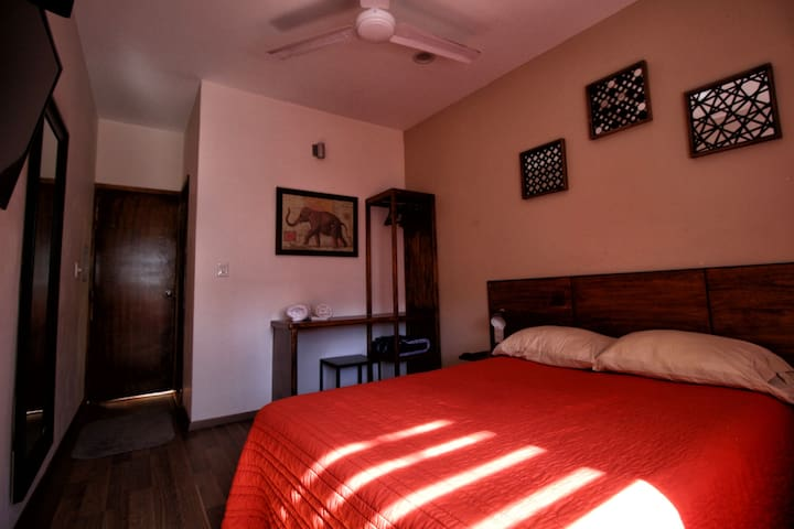 Cozy Private room few steps from Chapultepec Ave.