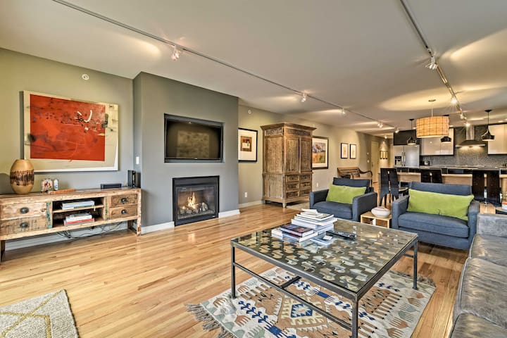 Newly Constructed Townhome <1 Mi to Lake Michigan!