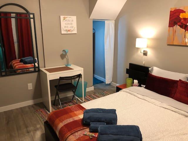 Cozy room/shared bath, convenient to Anschutz, DIA