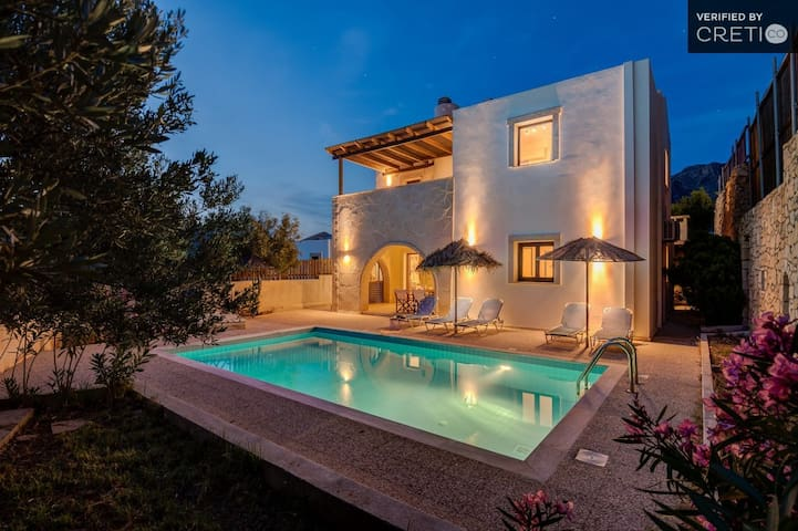 Holiday villa with PRVT Pool in Makrigialos, Crete