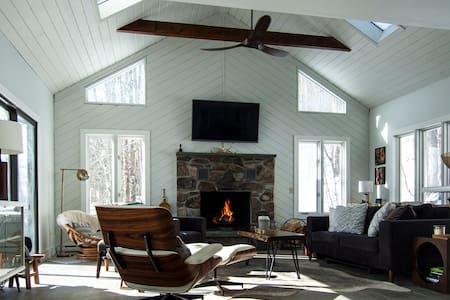 Mountain House Retreat w/ Hot Tub