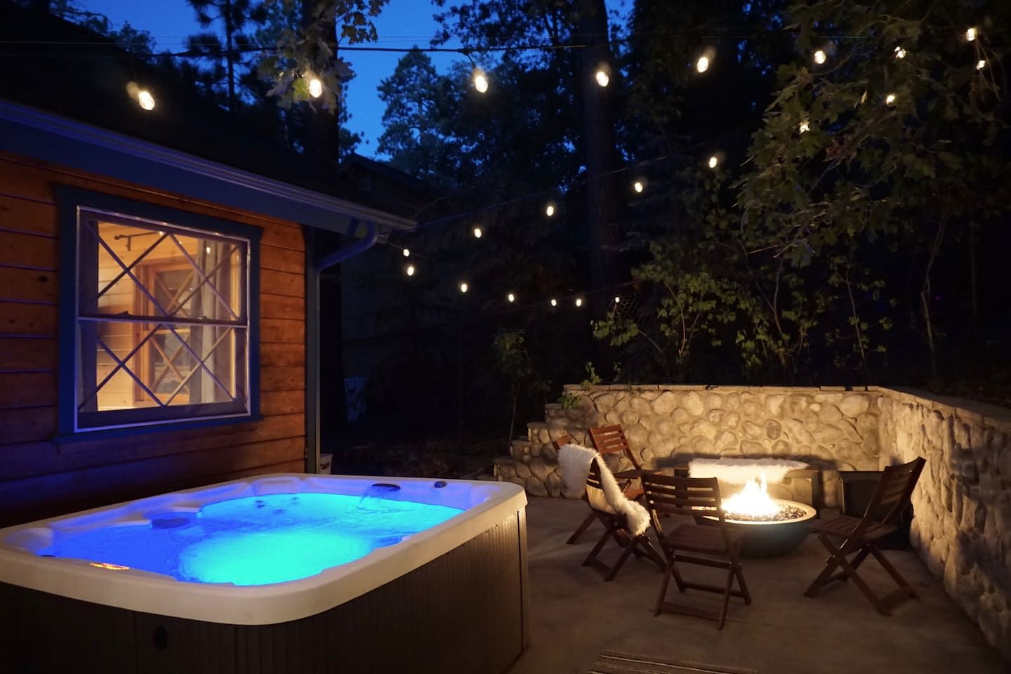 ★Classic Fall Cabin★Hiking,Modern,FirePit, HotTub