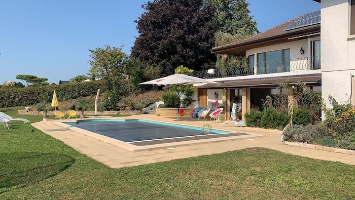 Campervan spot : pool, deck, fireplace on property