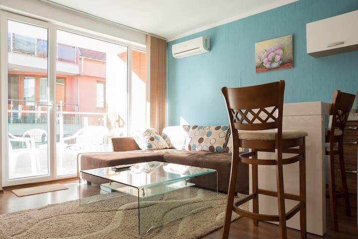 """Apartment """"Marvel""""-Varna"""