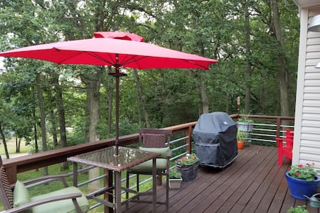"""Hideaway"" at Lake Panorama, Iowa - Cozy cottage - Panora"