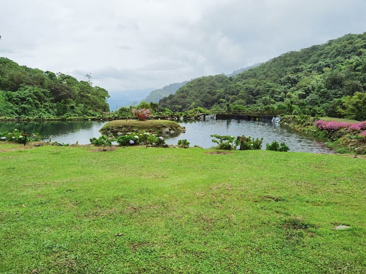 Cabaña en 200 hectáreas de bosque y lago privado